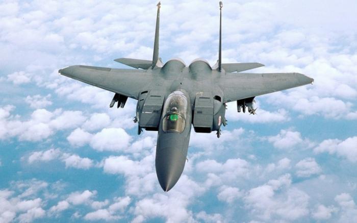 США отказываются от Рапторов F-22 и возвращаются к стареньким F-15