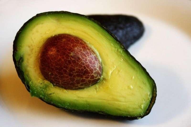 Какие продукты нельзя хранить в холодильнике и почему