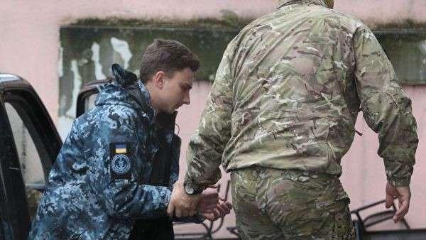 Задержанный матрос Андрей Эйдер у суда Симферополя. 28 ноября 2018
