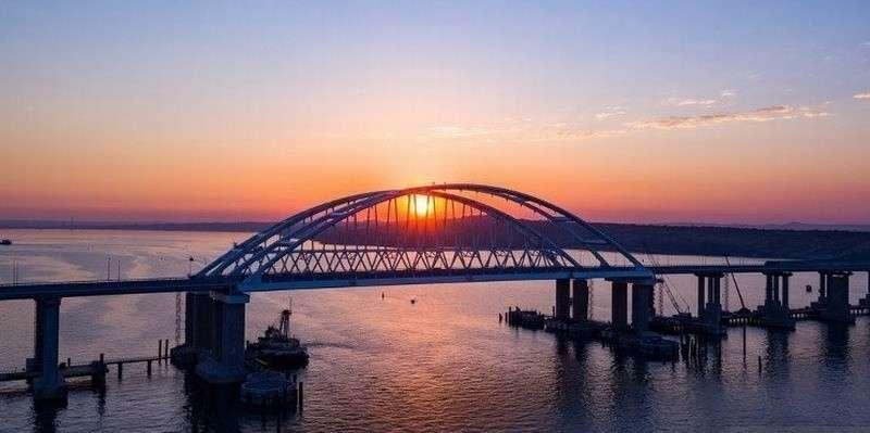 Крымский мост получил защиту от столкновения с судами