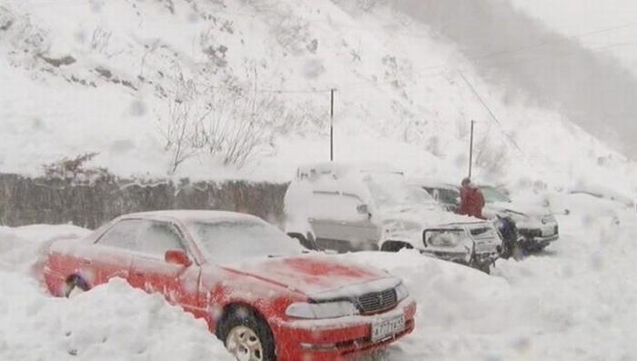 Шторм на Камчатке: перекрыты трассы и отменены рейсы, тысячи человек остались без света