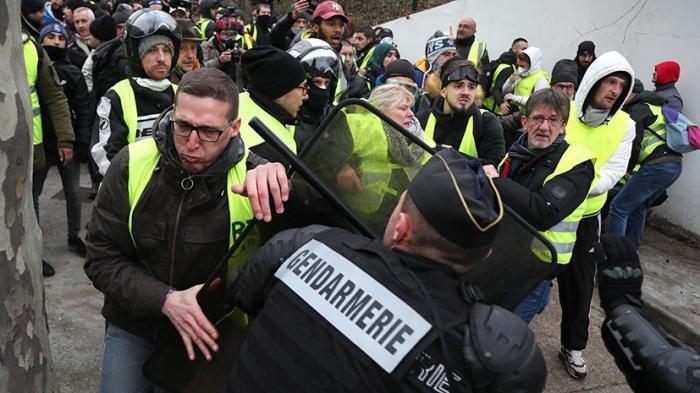 Французские евреи расшатывают Францию по примеру Украины