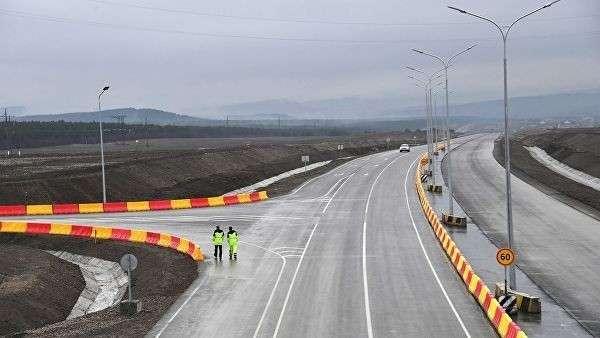 Во время открытия движения транспорта по двум полосам в рамках запуска первого этапа трассы Таврида на 190-километровом участке от Керчи до Симферополя