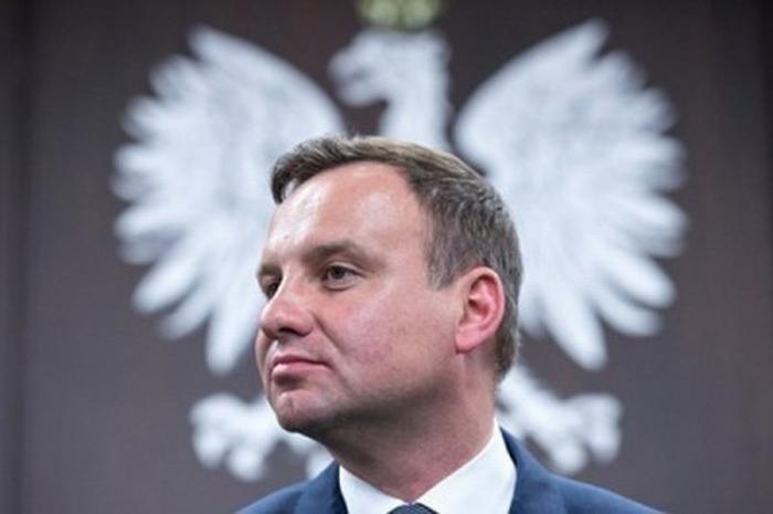 Президент нищей Польши Анджей Дуда пытается казаться грозным