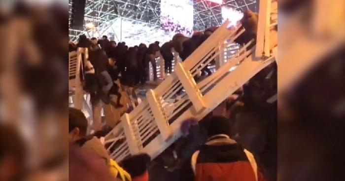 Обрушения моста в Парке Горького