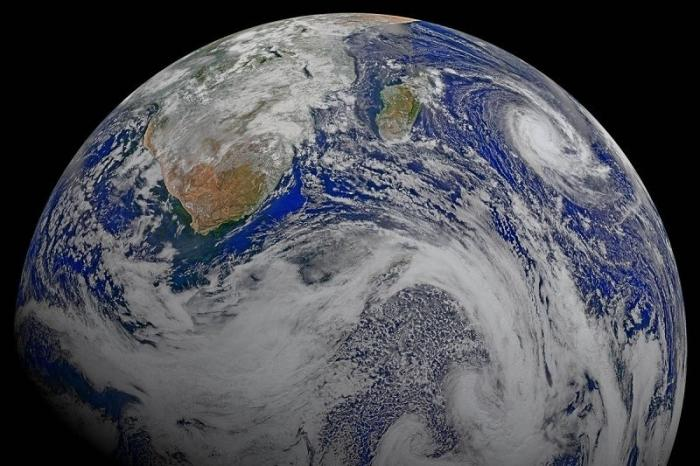 Спутник США развалился на части на орбите
