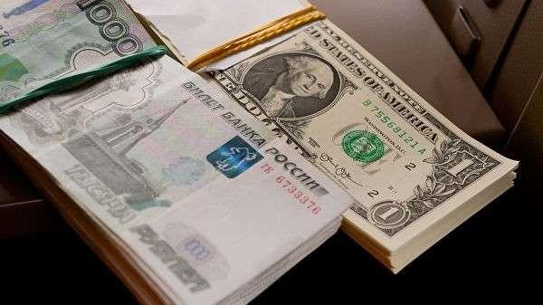Российские рубли и американские доллары
