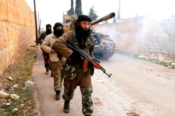 Сирия, Алеппо. Идут тяжелые бои между бандитами и наёмниками