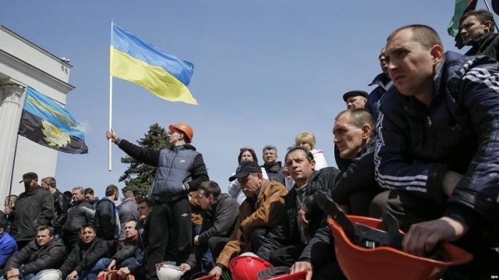 Шахтёрам Донецка не платят зарплату, а они объявили голодовку