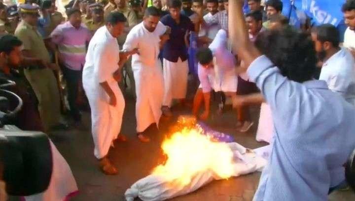 Индию сотрясают религиозная война из-за прав женщин