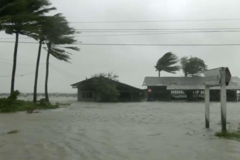 Десятки тысяч туристов вТаиланде отрезало отмира ураганом «Пабук»