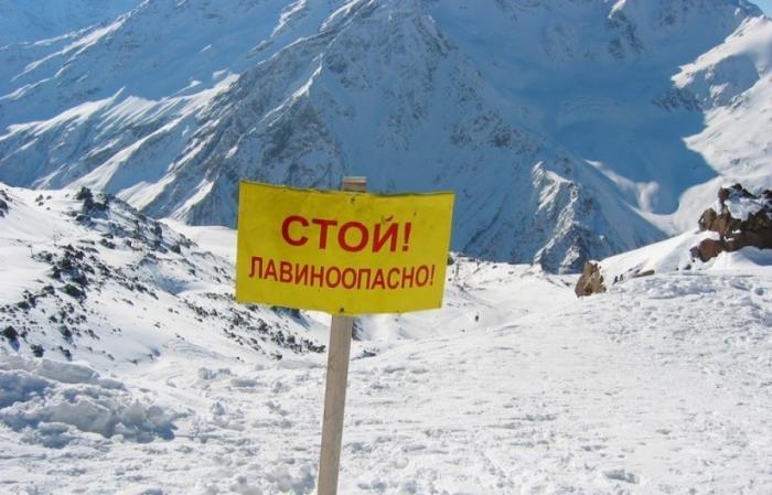 В Крыму на плато Ай-Петри после схода лавины заблокированы более сотни автомобилей
