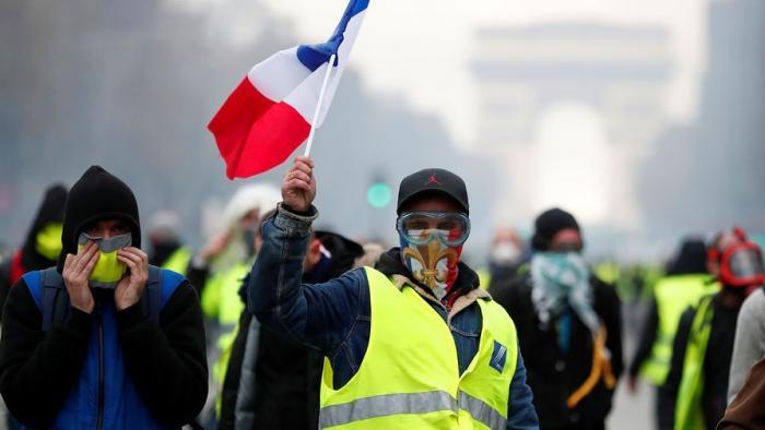 Протесты во Франции. Желтые жилеты ужесточили требования к Макрону