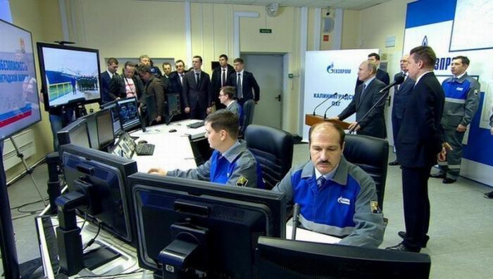 Владимир Путин в Калининграде ввёл в эксплуатацию плавучий газовый терминал