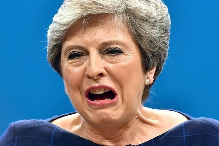 Отставка Терезы Мэй назревает в парламенте Британии