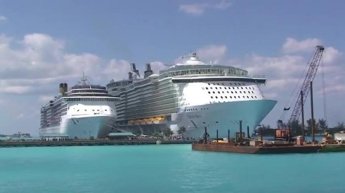 На огромном круизном лайнере в карибском море свирепствует эпидемия