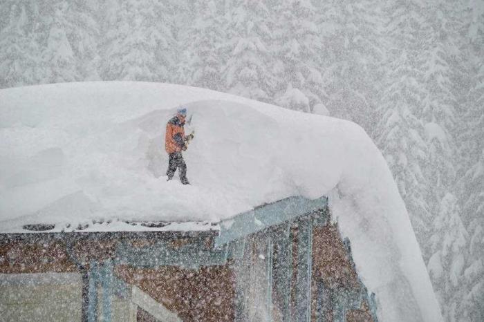 Снежная катастрофа в Швейцарии, Австрии и Германии. Лавины сносят всёживое