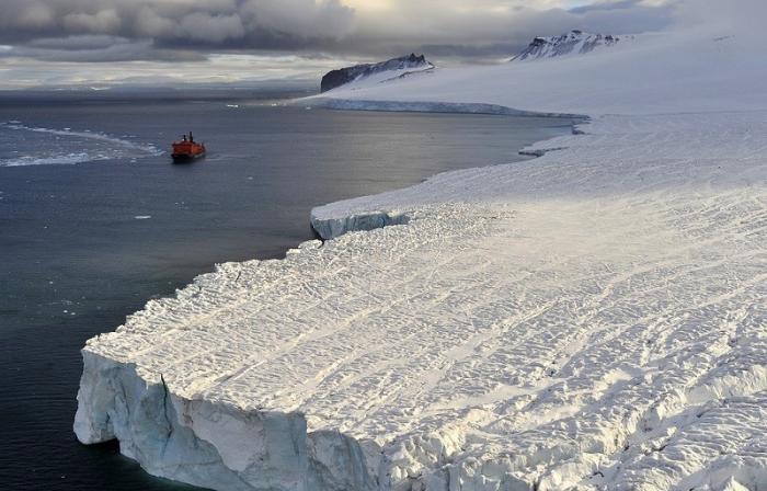 США и Россия конкурируют за Арктику: авианосцы на арктических торосах