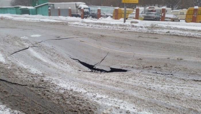 Москва. Пятиметровый провал образовался посреди проезжей части