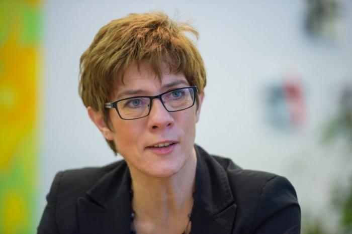 Преемница Меркель Крамп-Карренбауэр осудила посла США за шантаж участников «Северного потока-2»