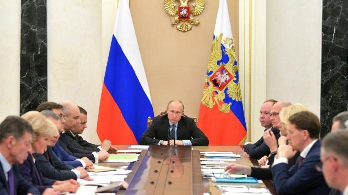 Владимир Путин провёл в Кремле первое в 2019 году совещание с членами Правительства