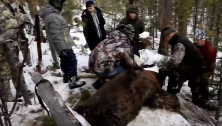 Люди требуют отставки иркутского губернатора Сергея Левченко, хладнокровно убившего спящего медведя