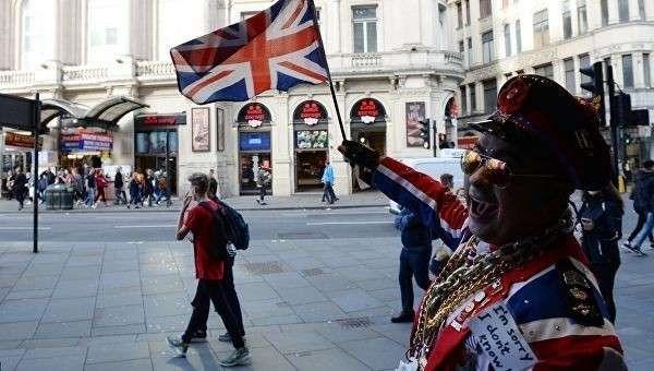 Прохожие на улице Лондона. Архивное фото