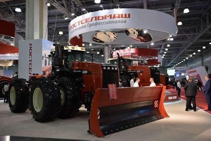 Ростсельмаш запустил всерийное производство новый трактор RSM 2400