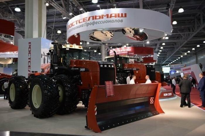 Компания Ростсельмаш начала серийное производство нового трактора RSM 2400