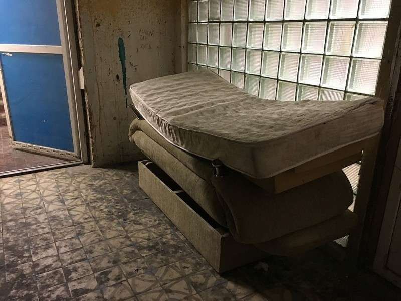 Я очутился в помещении, напоминающем тюремную хату. Фото: Павел КЛОКОВ