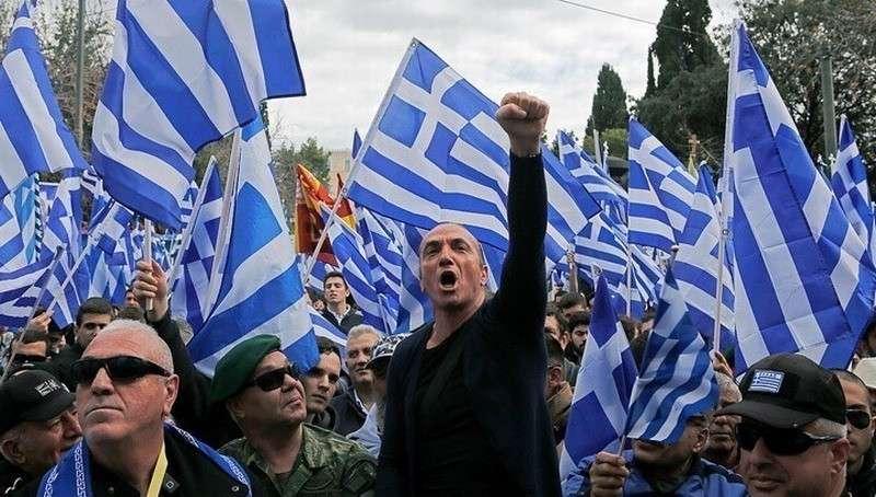Массовые беспорядки в Афинах: манифестанты штурмуют здание правительства