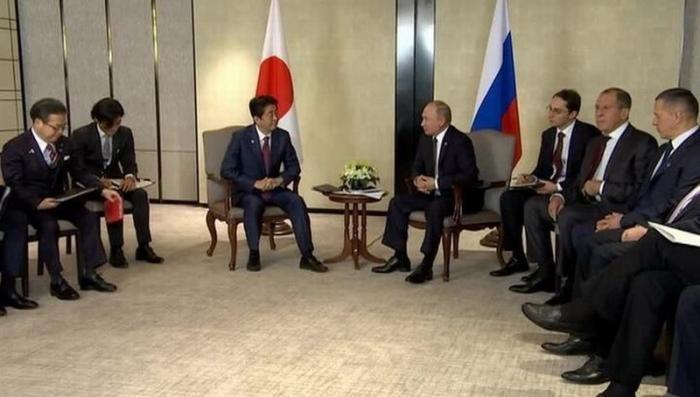 Путин и Абэ начали переговоры по мирному договору