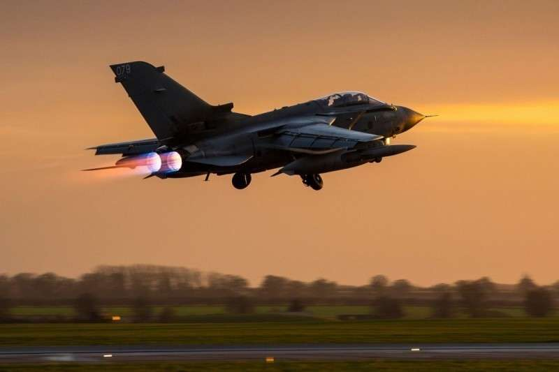 Англия вслед за США выводит половину своих самолетов из Сирии