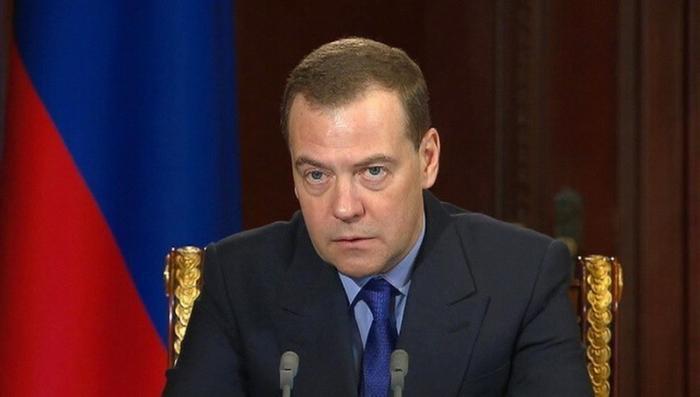 Медведев – Роскосмосу: надо работать, а не болтать о том, куда мы полетим в 2030-м году
