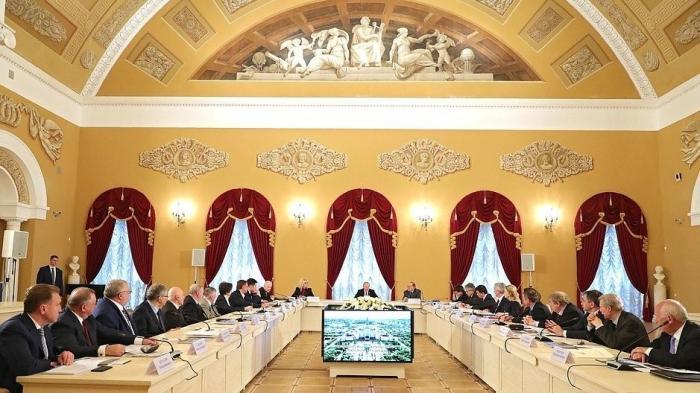 Владимир Путин провёл заседание попечительского совета МГУ