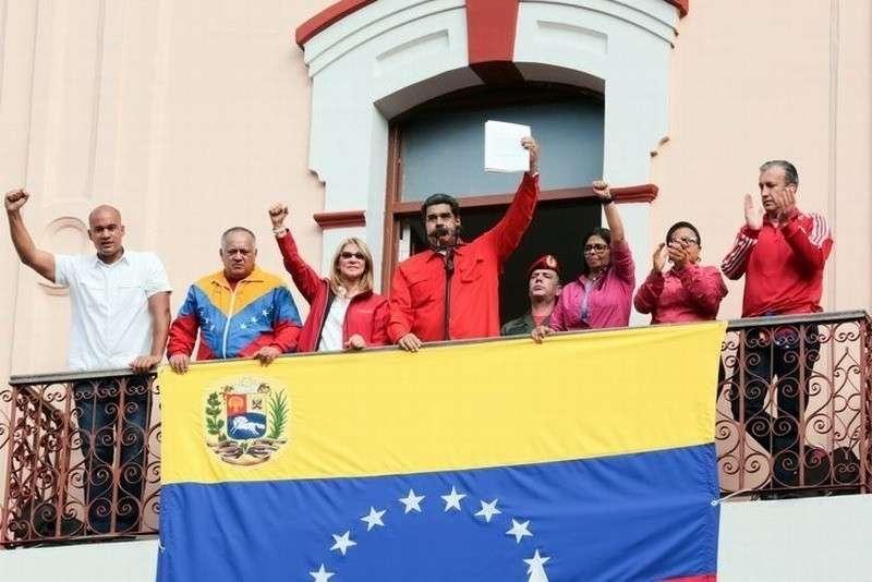 Посол Венесуэлы в России Карлос Фариа Тортоса прокомментировал ситуацию с переворотом