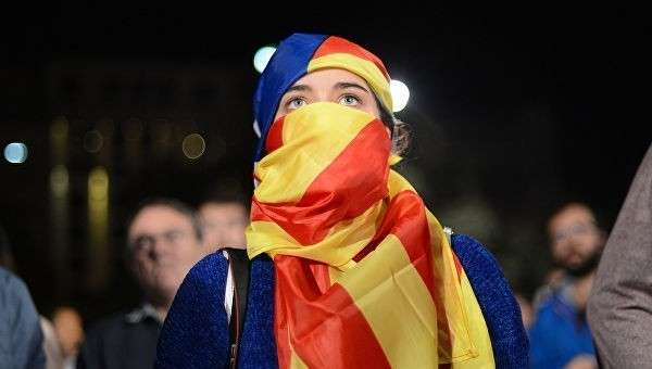 Участники референдума о независимости Каталонии ожидают результатов голосования. Архивное фото