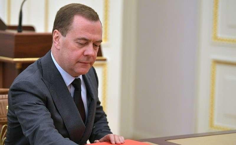 Председатель Правительства Дмитрий Медведев перед началом совещания спостоянными членами Совета Безопасности.
