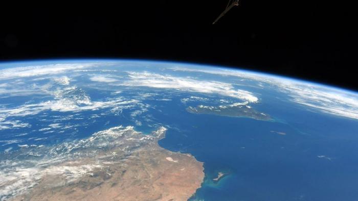 Военные спутники США совершают массовые манёвры