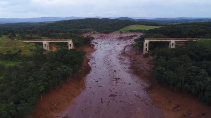 Последствия прорыва плотины в Бразилии, 300 человек пропало без вести