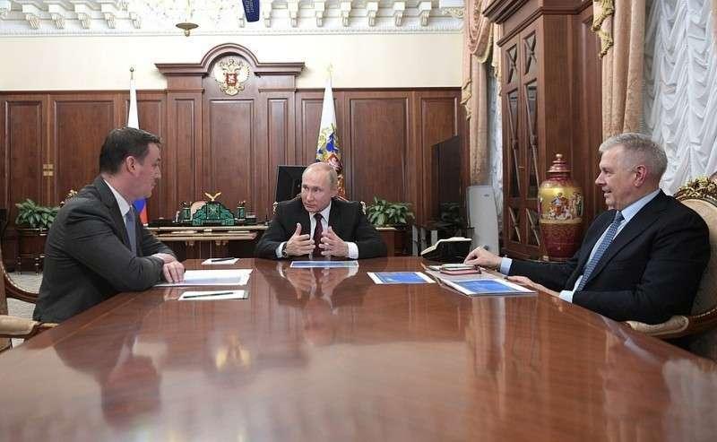 СМинистром сельского хозяйства Дмитрием Патрушевым (слева) ируководителем Федеральной службы поветеринарному ифитосанитарному контролю Сергеем Данквертом.