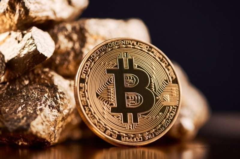 Спекулянты в панике сливают криптовалюту и переводят активы в золото