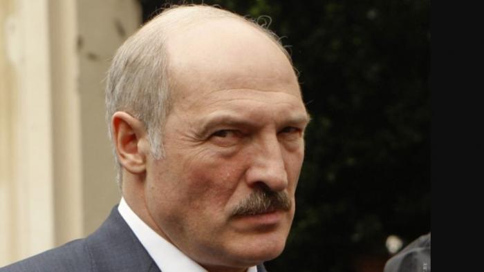 Батька Лукашенко пытается шантажировать Россию разворотом Беларуси на Запад