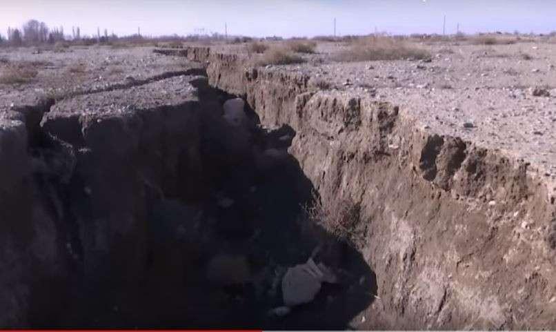 В Иране появились новые огромные провалы грунта глубиной до 60 метров