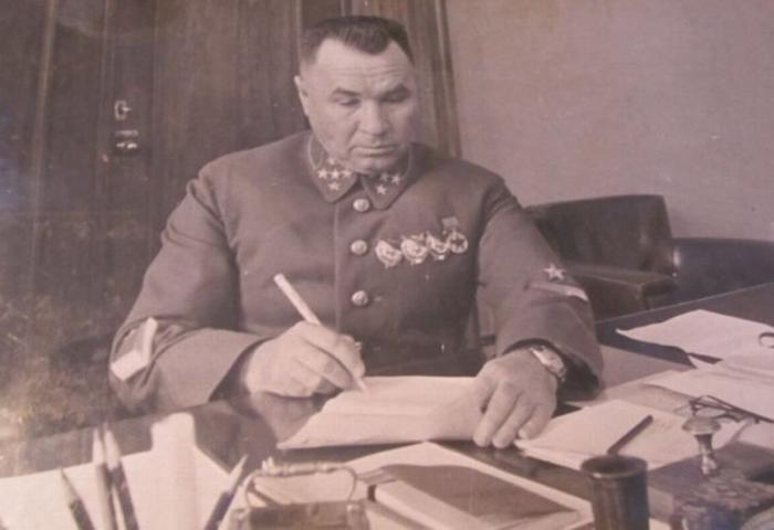 Как генерал Иосиф Апанасенко прилюдно обматерил Иосиф Сталина и чем всё это закончилось