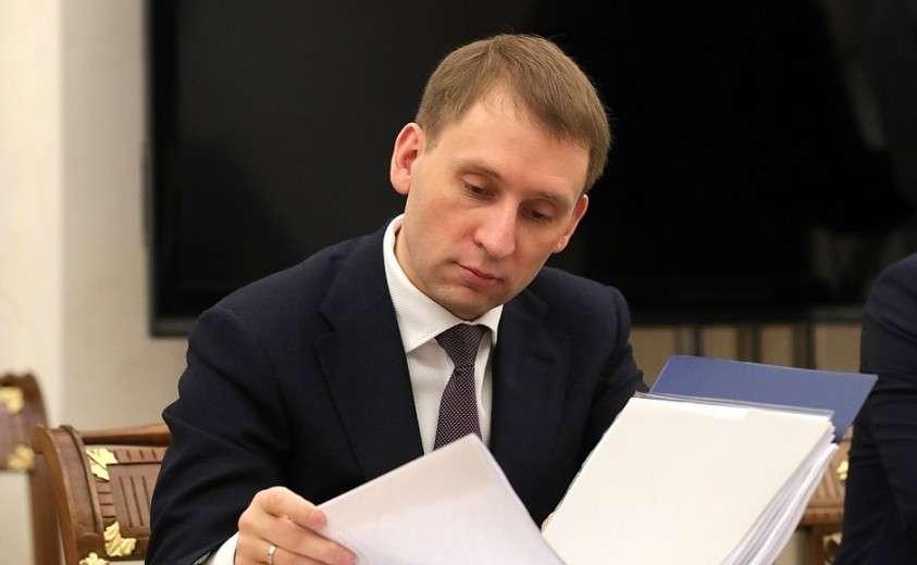 Министр поразвитию Дальнего Востока Александр Козлов перед началом совещания счленами Правительства.