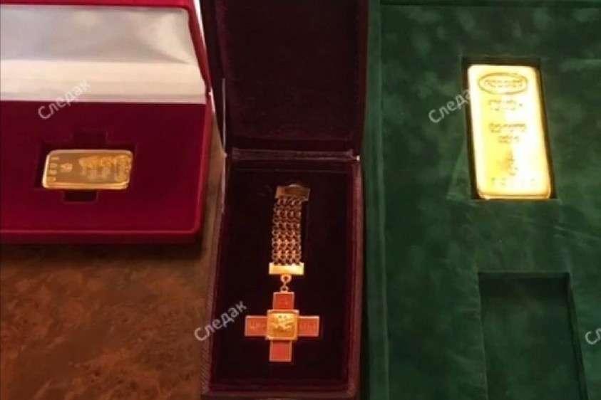 В поместье Арашуковых нашли золотые слитки весом от 250 грамм до килограмма. Фото: оперативная съёмка