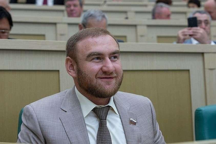 Рауф Арашуков на заседании Верхней палаты Парламента России. Фото: пресс-служба Совфеда
