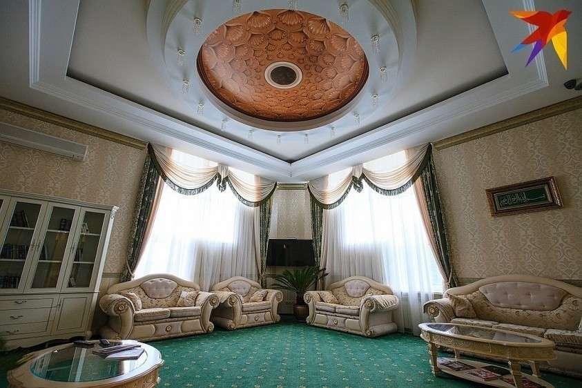 В отличие от многих других коррупционеров, дом Арашуковых обставлен не только роскошно, но и со вкусом Фото: Дмитрий АХМАДУЛЛИН