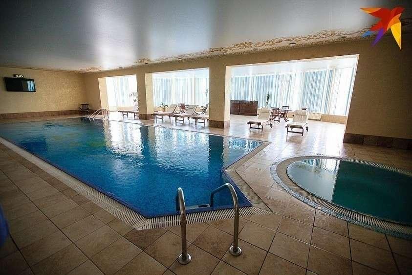 Без огромных бассейнов не обходится не один современный дворец Фото: Дмитрий АХМАДУЛЛИН